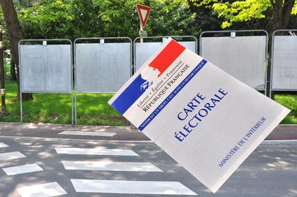 carte lectorale et panneaux d'affichage